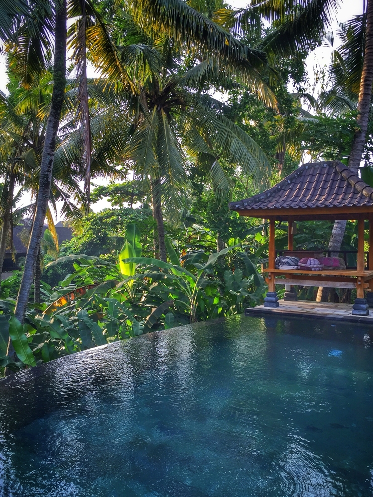 Found only in Indonesia, green sukabumi is the material of choice for Balinese swimming pools.